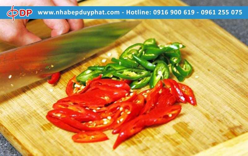 Làm thế nào để cắt ớt không bỏng tay?